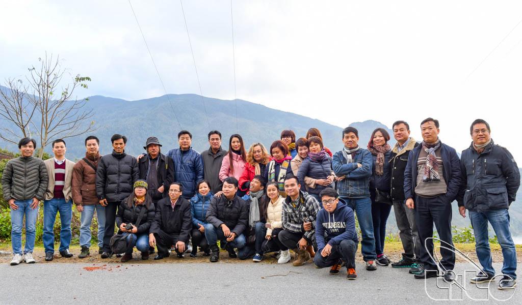 Đoàn chụp ảnh lưu niệm tại SaPa