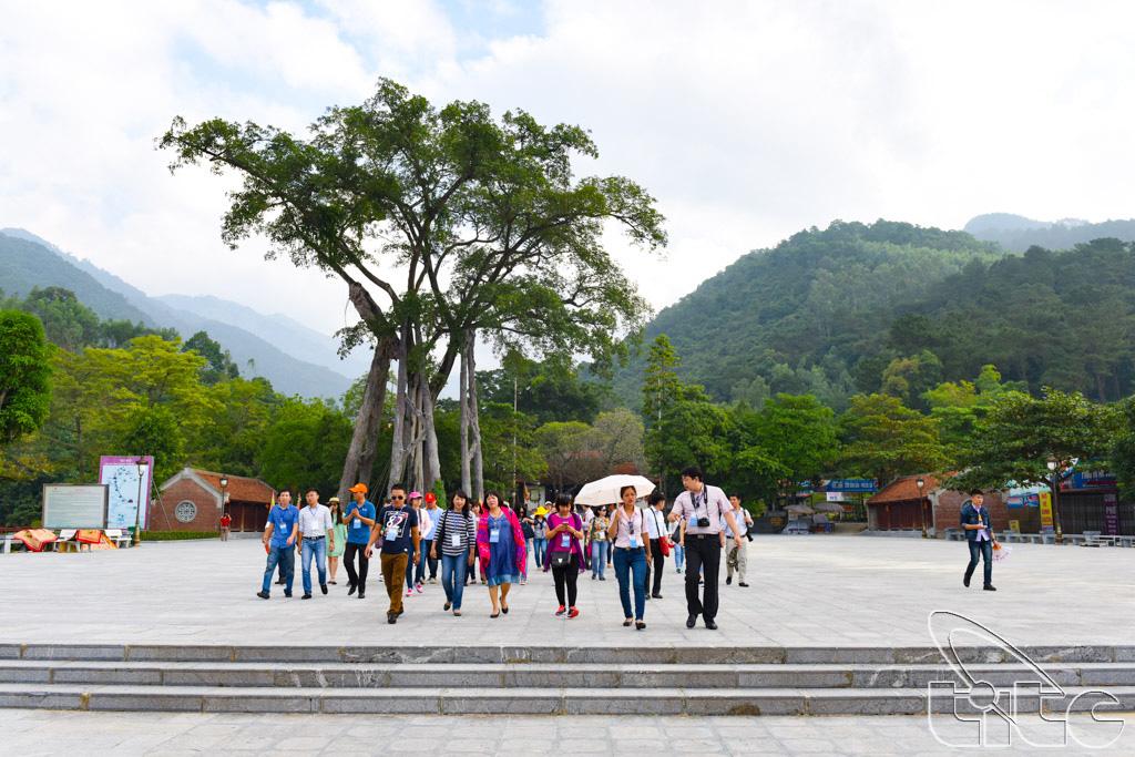 Đoàn khảo sát tham quan Thiền viện Trúc Lâm Tây Thiên (Vĩnh Phúc)