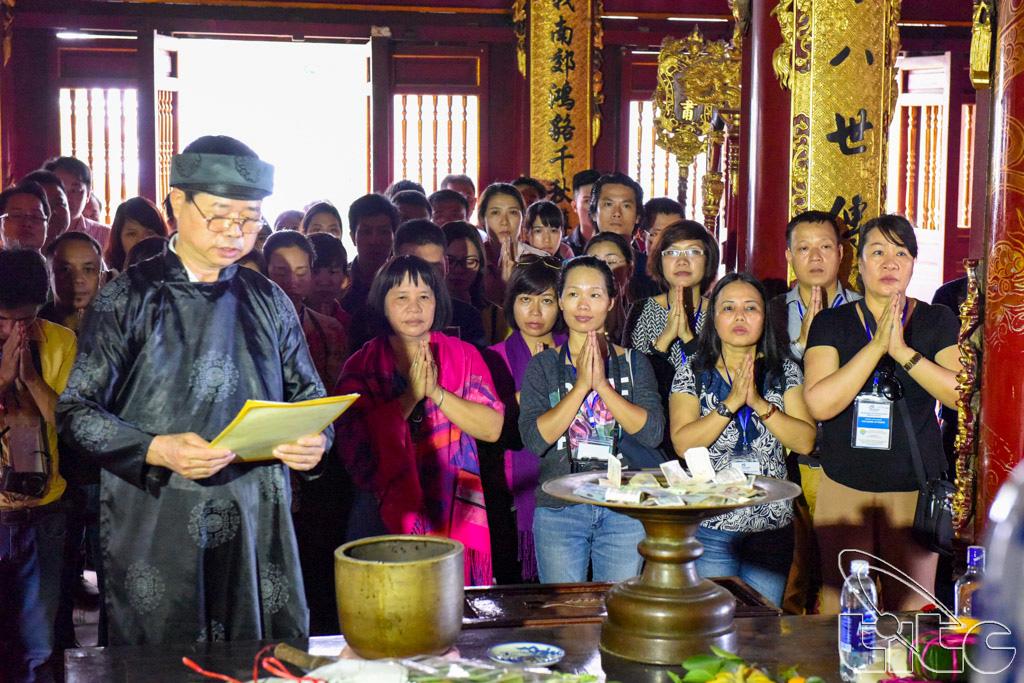 Đoàn khảo sát dâng hương tưởng niệm các vua Hùng tại khu di tích lịch sử Đền Hùng (Phú Thọ)