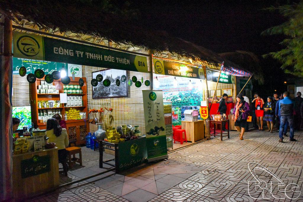 Đoàn tham quan Lễ hội Văn hóa Trà tại Thái Nguyên