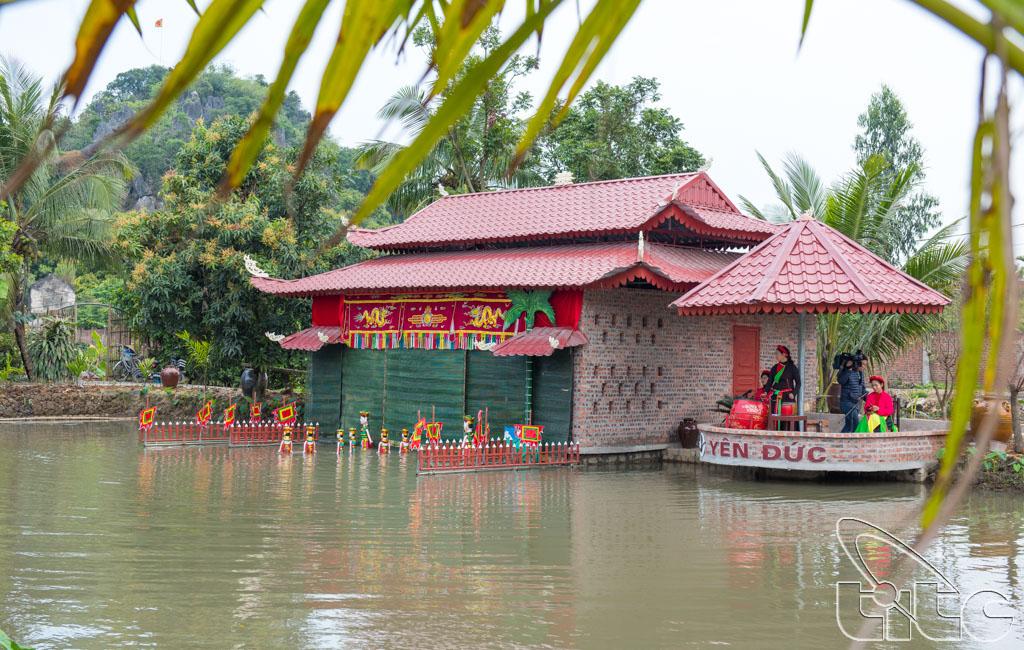 Sân khấu biểu diễn rối nước ở làng du lịch cộng đồng Yên Đức - Đông Triều - Quảng Ninh