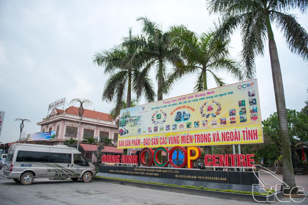 Đoàn khảo sát tham quan Trung tâm OCOP Quảng Ninh tại thị xã Đông Triều