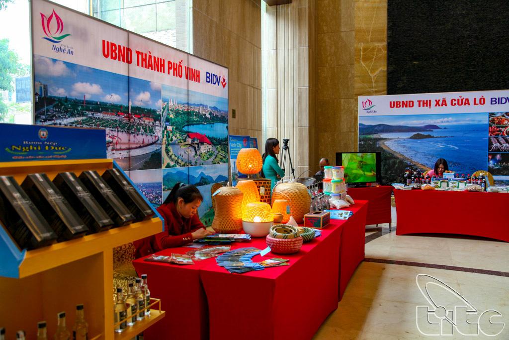 Một số gian hàng giới thiệu về tiềm năng du lịch Nghệ An