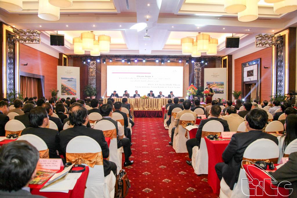 Các đại biểu trình bày các tham luận tại Hội thảo