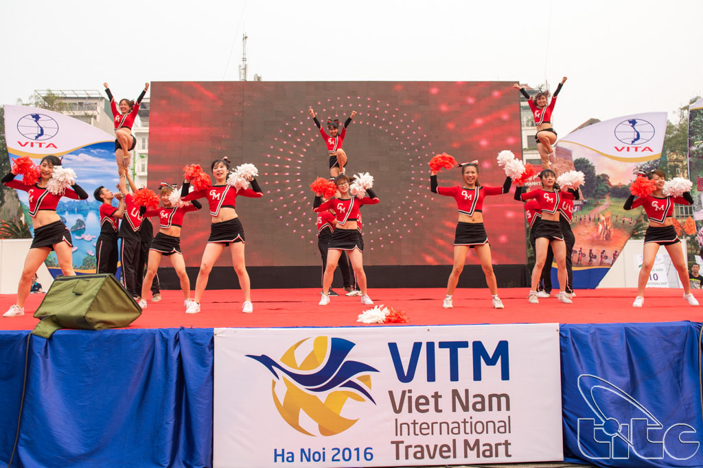 Tiết mục văn nghệ khai mạc lễ phát động chiến dịch nâng cao hình ảnh du khách Việt