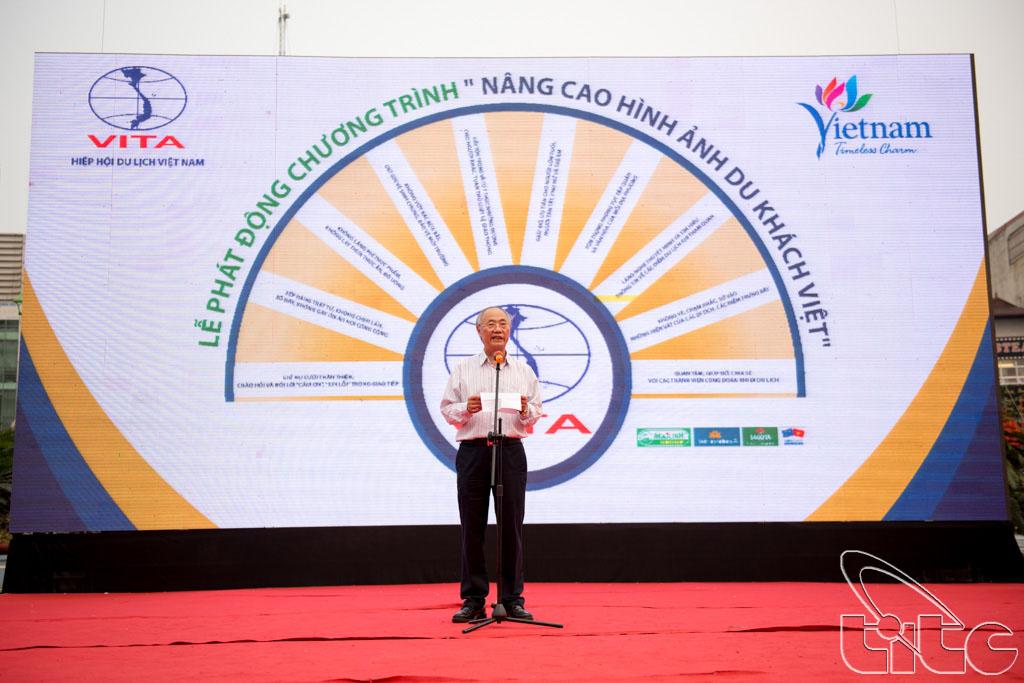 Ông Vũ Thế Bình - Đại diện Hiệp hội Du lịch Việt Nam phát biểu tại lễ phát động chiến dịch nâng cao hình ảnh du khách Việt