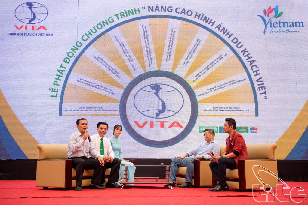 Ông Ngô Hoài Chung - Phó TCT Tổng cục Du lịch phát biểu tại lễ phát động chiến dịch nâng cao hình ảnh du khách Việt