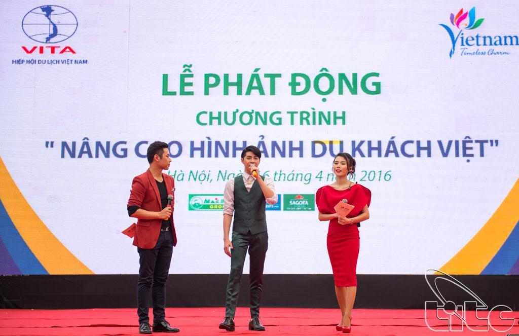 Ca sĩ Noo Phước Thịnh tham gia lễ phát động chiến dịch nâng cao hình ảnh du khách Việt