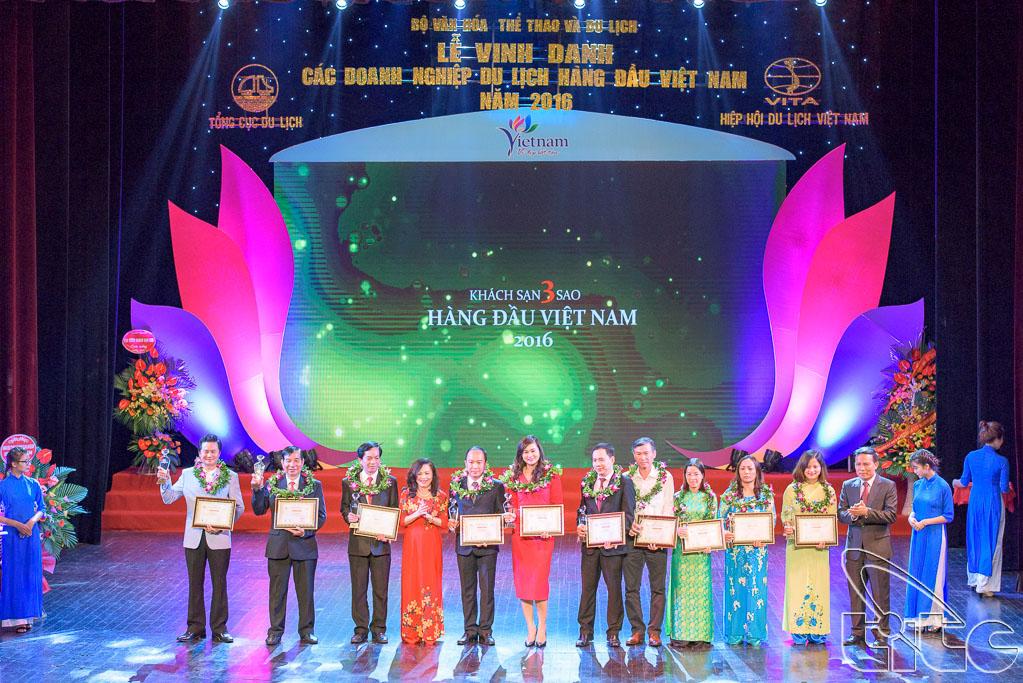 Trao giải cho 10 Khách sạn 3 sao hàng đầu Việt Nam