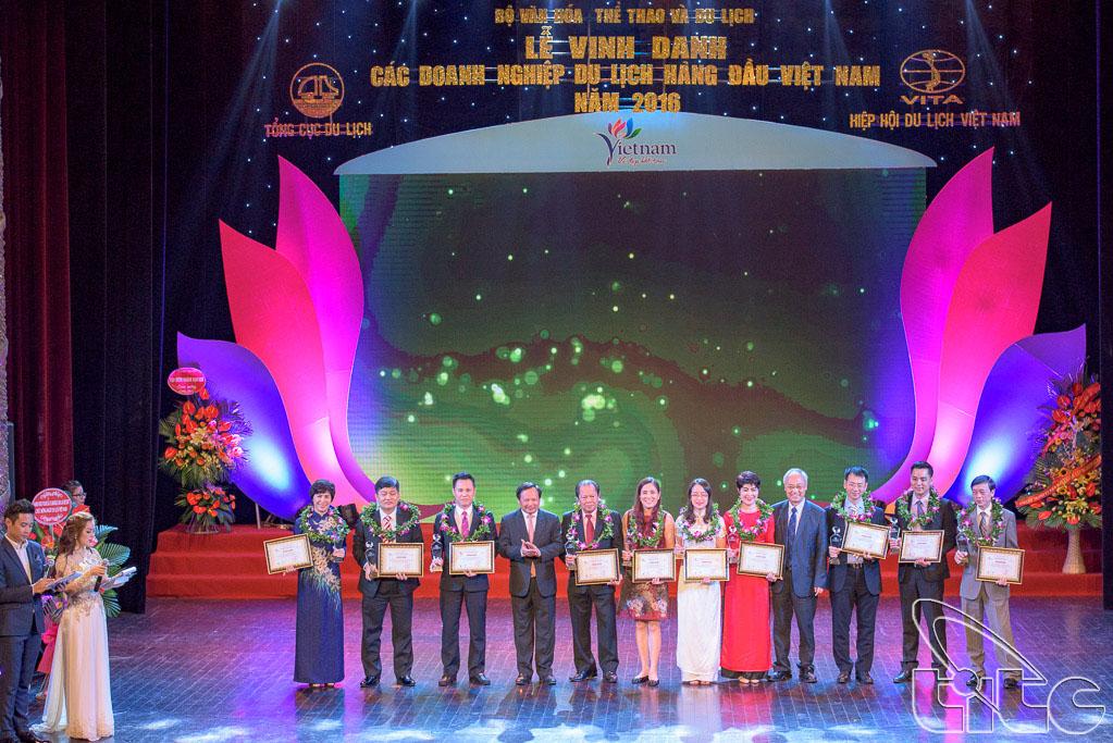 Trao giải cho 10 Doanh nghiệp kinh doanh lữ hành quốc tế hàng đầu đưa khách du lịch ra nước ngoài
