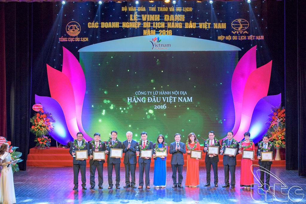 Trao giải cho 10 Doanh nghiệp kinh doanh lữ hành nội địa hàng đầu Việt Nam