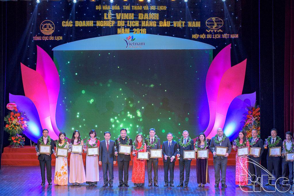 Trao giải cho 5 Khu du lịch hàng đầu Việt Nam và 10 Sân golf hàng đầu Việt Nam