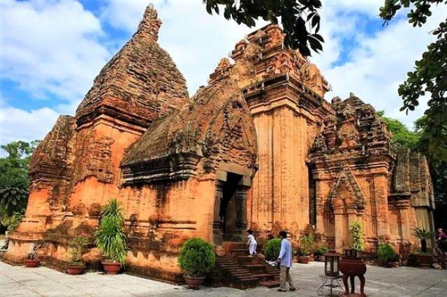 Khánh Hòa: Tháp Bà Ponagar và danh thắng Hòn Chồng mở cửa đón khách từ ngày 15/10